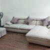 Hình ảnh Ghế sofa đẹp da góc chữ L trong căn phòng gọn gàng, ngăn nắp