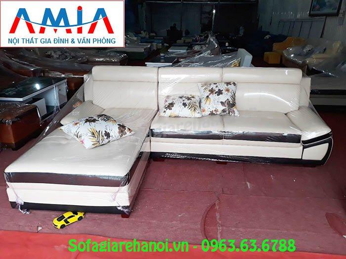Hình ảnh mẫu ghế sofa da góc chữ L AmiA SFD131 cho căn phòng khách gia đình Việt