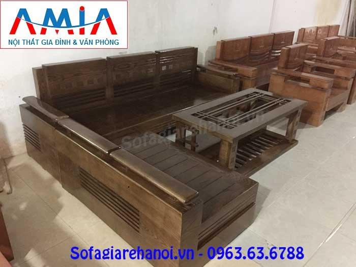 Hình ảnh mẫu ghế sofa chữ L gỗ màu nâu đen sang trọng và đẳng cấp