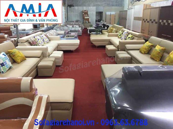 Kho trưng bày với các mẫu sofa, bàn trà, tủ quần áo đẹp