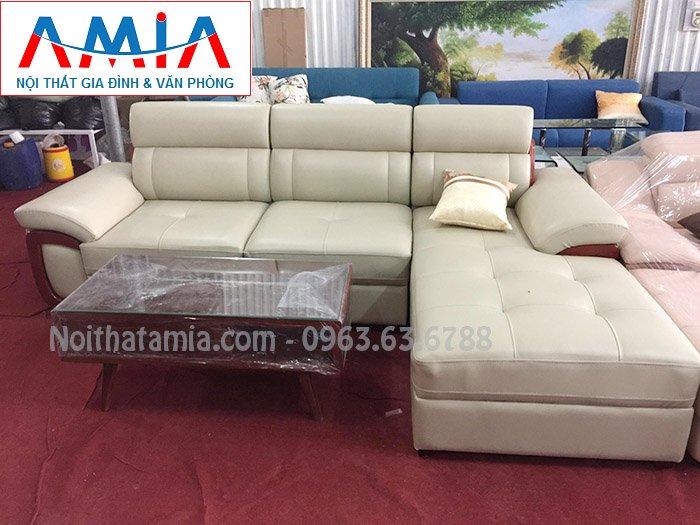Hình ảnh sofa da góc chữ L đẹp hiện đại với thiết kế ốp gỗ